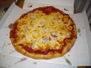 best pizza ever, gregs pizza, johnson city tennessee, pepperoni and cheese pizza