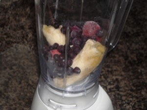 gluten free, dairy free smoothie, frozen fruit in blender,