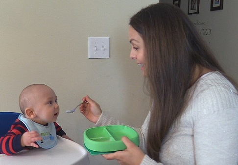 baby first food, baby first food reaction, introducting solids